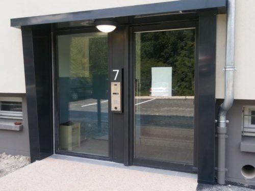 Rénovation des portes aluminium des halls