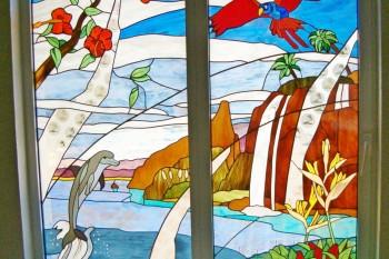 Création d'un vitrail sur des portes fenêtres : paysage avec dauphins