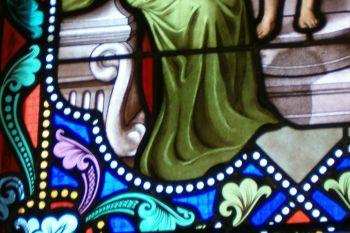 Rénovation d'un vitrail dans une église