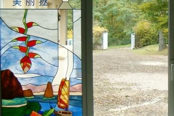 Création d'un vitrail représentant un paysage